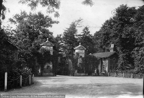 Photo of Weybridge, Entrance To Oatlands Park Hotel 1904