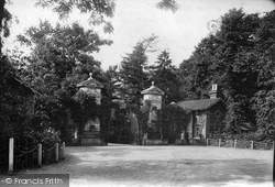 Weybridge, Entrance To Oatlands Park Hotel 1904