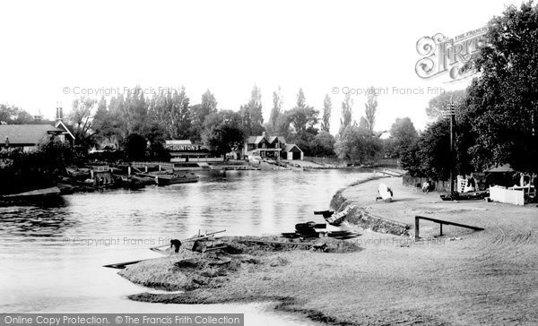 Photo of Weybridge, Ferry 1904, ref. 51679