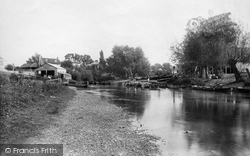 Weybridge, Lincoln Arms Hotel Boathouse 1890