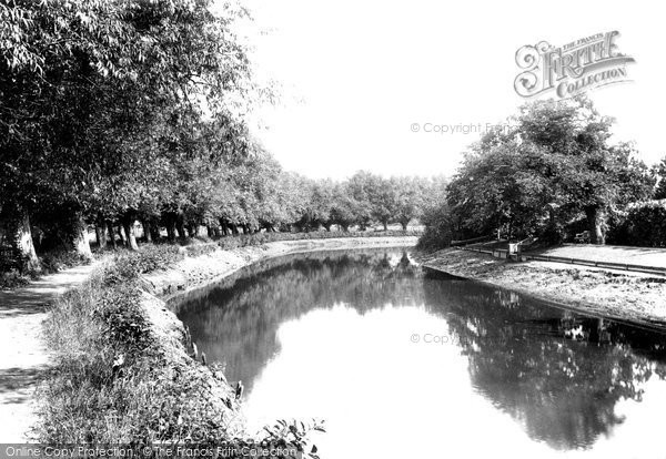 River Wey, Weybridge, Surrey - photo c1904.  (Neg.51678)  © Copyright The Francis Frith Collection 2008. http://www.francisfrith.com