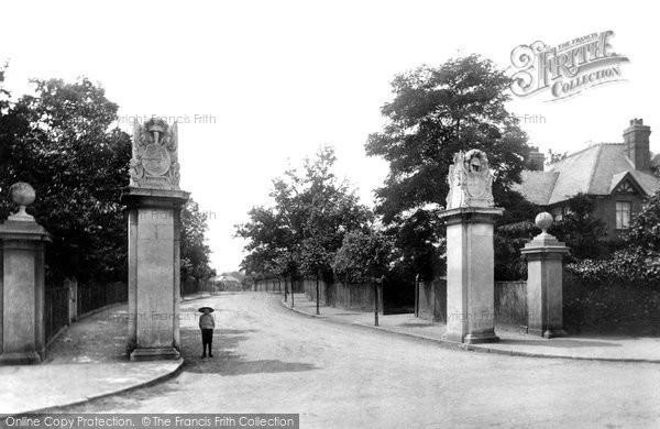 Photo of Weybridge, Portmore Gateway 1903