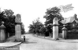 Weybridge, Portmore Gateway 1903