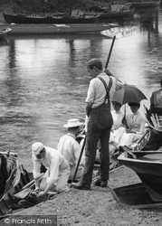 Weybridge, Punting On The River Wey 1890