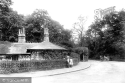 Weybridge, Queen's Road 1906