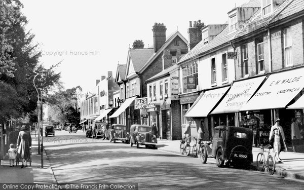 Photo of Weybridge, Queen's Road c.1955