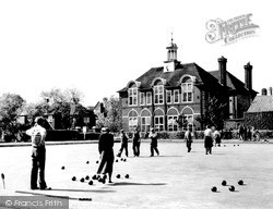 Weybridge, The Bowling Green And Churchfields Pleasure Gardens c.1955