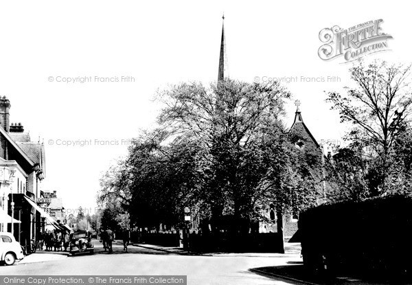 Photo of Weybridge, The Congregational Church c.1955