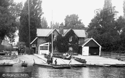 Weybridge, The Ferry 1903