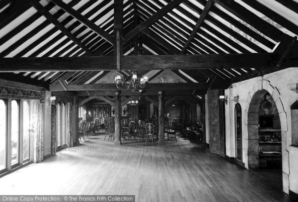 Photo of Weybridge, the High Pine Club c1960