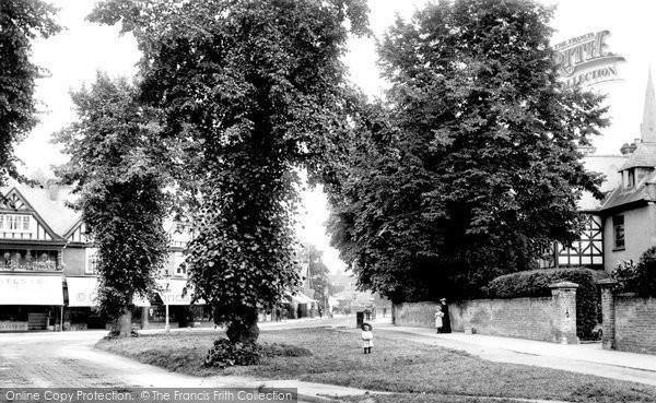 Photo of Weybridge, The Quadrant 1904