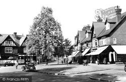 Weybridge, The Quadrant And Limes Parade c.1955