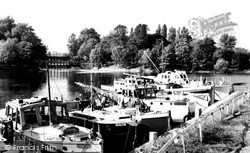 Weybridge, The River And Weir c.1960