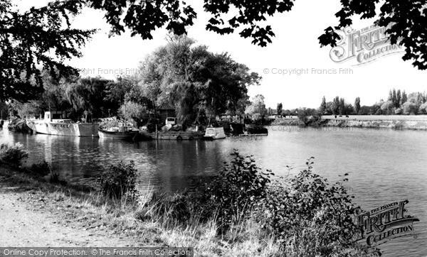 Photo of Weybridge, the River c1955, ref. w74085