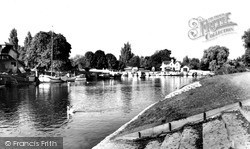 Weybridge, The River c.1960