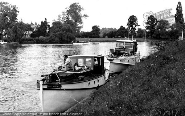 Photo of Weybridge, the River Thames c1955, ref. w74007