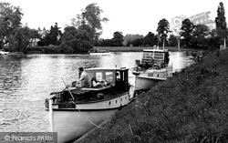 Weybridge, The River Thames c.1955
