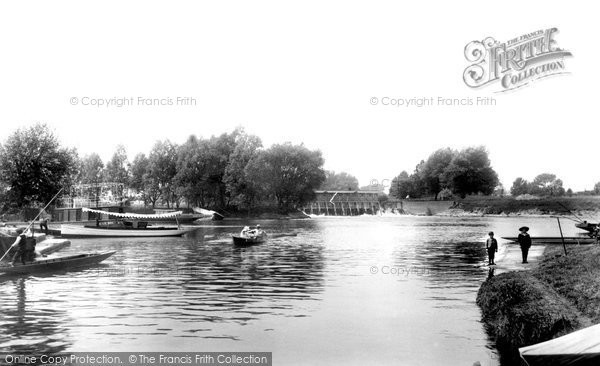 Weybridge, River Wey River Thames, photo c1900.  (Neg.49910)  © Copyright The Francis Frith Collection 2008. http://www.francisfrith.com