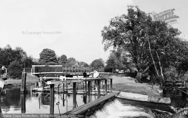 Photo of Weybridge, the Weir on the Wey Navigation c1960, ref. w74043