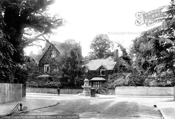 Photo of Weybridge, the Yool Memorial 1906, ref. 55650