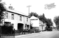 Weyhill, Post Office And Inn 1950