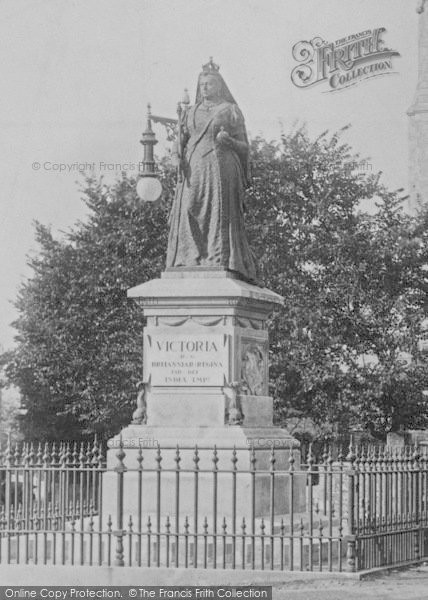 Photo of Weymouth, Greenhill, Queen Victoria Statue 1904