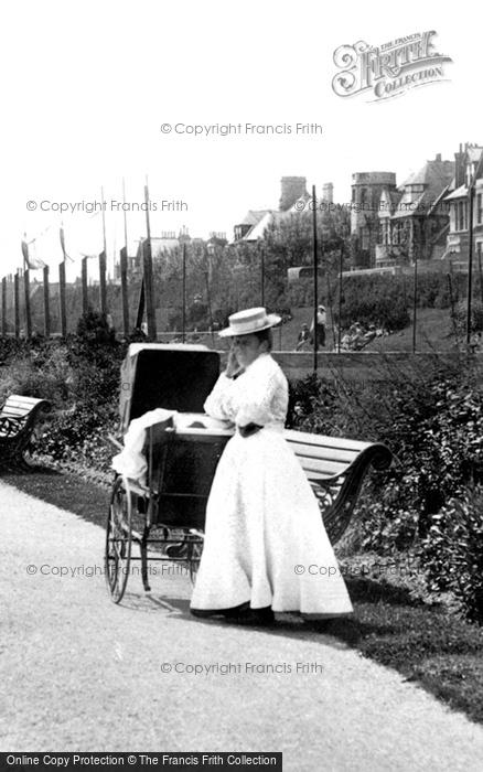 Photo of Weymouth, Ladies Fashion 1909