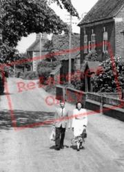 Couple In Long Street 1952, Wheaton Aston