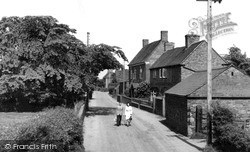 Long Street 1952, Wheaton Aston