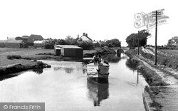 The Canal 1952, Wheaton Aston
