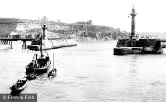Whitby, East Cliff and Pier Ends 1923