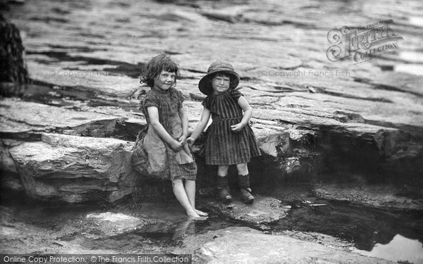 Photo of Whitby, Jane ('Ginny') and Robert Peart 1891