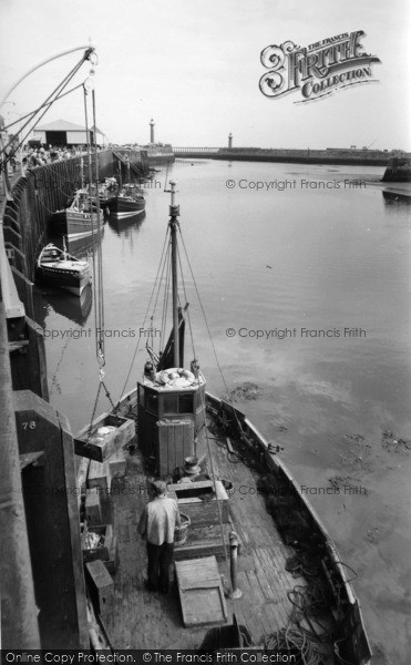 Photo of Whitby, Landing The Catch c.1960