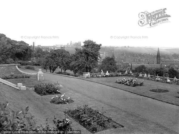 Photo of Whitby, Pannett Park 1932