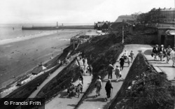 Whitby, West Cliff And Spa 1927