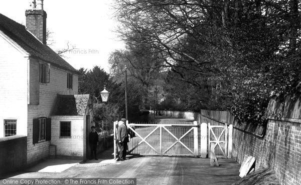 Photo of Whitchurch, Old Toll Gate 1910