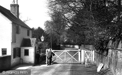 Whitchurch, Old Toll Gate 1910, Whitchurch-on-Thames