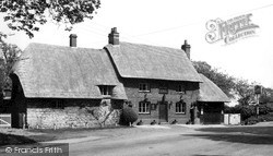 Whitchurch, The White Swan c.1955