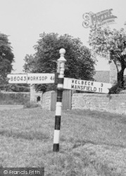 Worksop Road Signpost c.1965, Whitwell