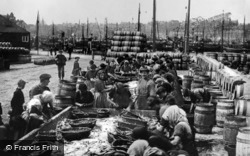 Wick, Workers Gutting Herrings 1914