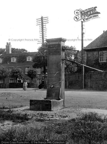 Photo of Wickham Market, The Pump, Market Hill 1929