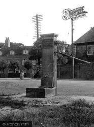 Wickham Market, The Pump, Market Hill 1929