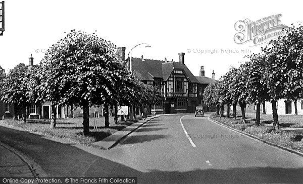 Photo of Wilton, Kingsbury Square c.1955