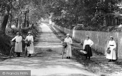 Wilton, Ladies On South Hill 1919