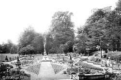Wilton, Park, Italian Gardens 1919