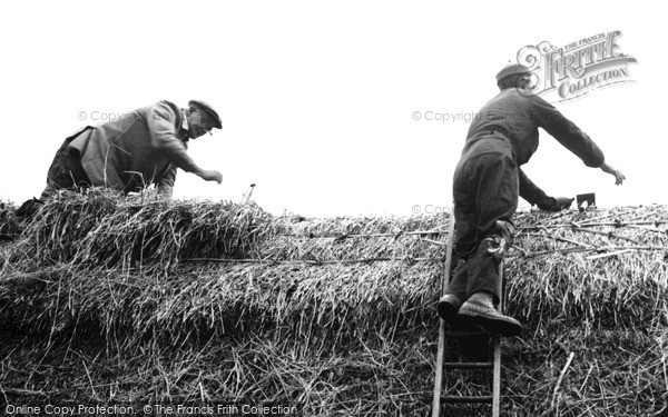 Photo of Wimbish, A Thatcher At Work c.1960