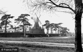 Wimbledon, the Windmill c1955