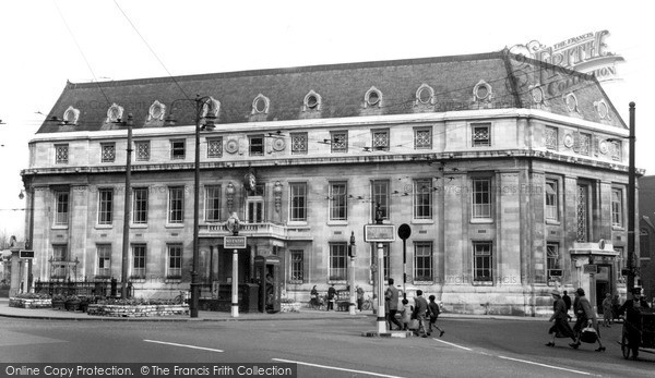 Photo of Wimbledon, Town Hall, the Broadway c1960