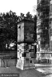 Wimborne, Minster Sundial 1908, Wimborne Minster