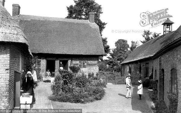 Photo of Wimborne, St Margaret's Chapel And The Almshouses 1908